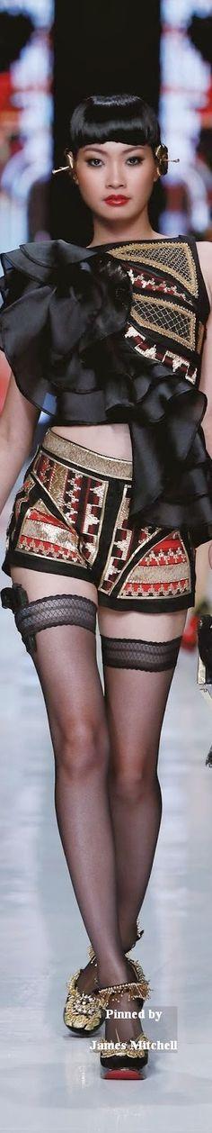 Jakarta Fashion Week 2014 Galore Haute Couture 2014 Collection By Priyo Oktavianoz Colorful Fashion, Love Fashion, Runway Fashion, High Fashion, Couture Fashion, Jakarta Fashion Week, Fashion Week 2018, Style Russe, Black Magic Woman