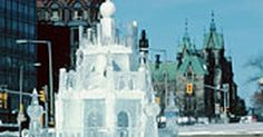 Cómo hacer esculturas de hielo . Las esculturas de hielo son bellas a la vista y frías al tacto. Pueden requerirse horas para crearlas, sin embargo, algunos maestros de la sierra y el molinillo pueden crear hermosas esculturas de hielo en 10 minutos. Suelen necesitarse mucha práctica y entrenamiento para perfeccionar el arte de esculpir en hielo. Sin embargo, como verás en estos ...