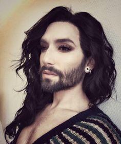 Conchita Wurst nuovo look, oltre alla barba spunta un altro particolare