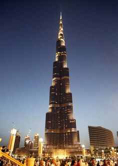 #Dubai is known for futuristic and tall buildings and Burj Khalifa is no exception.