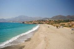 Diaskari beach, pictured here in peak season 2010, is another quiet beach, just beyond Makrigialos' eastern end, and separated from the main bay shoreline by a large headland. It can be reached by car or on foot (via the roads). The Diaskari tavern sits at the western end, serving refreshments and offering sunbeds and umbrellas.Diaskari beach, pict...