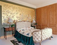 Exquisite colour scheme Gracie Wallpaper, Silk Wallpaper, Hand Painted Wallpaper, Chinoiserie Wallpaper, Silver Wallpaper Designs, Chinese Wallpaper, Stella Tennant, Vogue Living, Beautiful Bedrooms