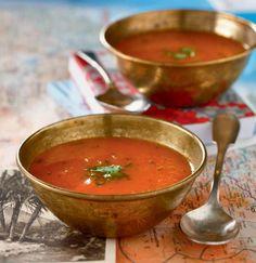Soupe froide de carotte, coriandre et citron Frisse soep van wortel, koriander en citroen. 400 g de carottes + 1 oignon + 1/2 bouquet de coriandre frais + 2 gousses d'ail + 1 citron + Sel 400 g wortels + 1 ui + 1/2 bosje verse koriander + 2 knoflookteentjes + 1 citroen + Zout