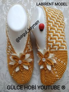 Crochet Shoes Pattern, Shoe Pattern, Crochet Slippers, Knitted Owl, Diwali Craft, Crochet Blouse, Crochet Clothes, Projects To Try, Knitting