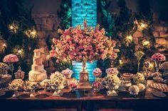 Casamento rústico-chique: mesa de doces e bolo