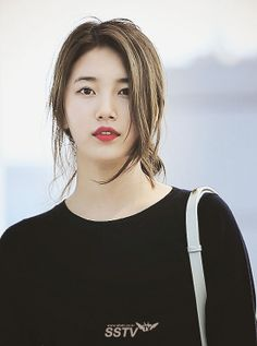 Not sure why but I LOVE this pic. Suzy from Miss A. Beautiful Asian Girls, Most Beautiful Women, Korean Beauty, Asian Beauty, Korean Celebrities, Celebs, Miss A Suzy, All Black Fashion, Bae Suzy