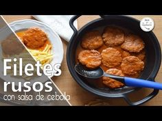 FILETES RUSOS CON SALSA DE CEBOLLA Albondigas, Ethnic Recipes, Food, Steak Rolls, Ground Beef Recipes, Onion Dip, Steaks, Sauces, Food Recipes