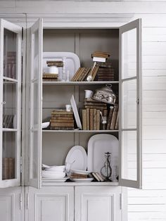 greige: interior design ideas and inspiration for the transitional home by christina fluegge: Grey Storage. Home Design Images, Design Ideas, Design Design, Grey Cupboards, Provence Style, Interior Decorating, Interior Design, Gray Interior, Decorating Tips