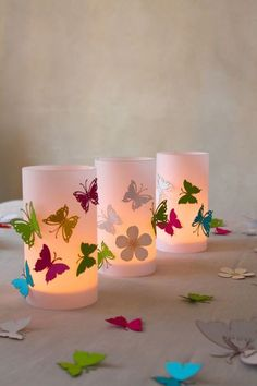 Simply make DIY lanterns from concrete yourself & the perfect garden decoration & DIYCarinchen Paper Plate Crafts, Paper Crafts For Kids, Easy Crafts For Kids, Hobbies And Crafts, Paper Crafting, Diy Crafts, Diwali Craft, Diwali Diy, Baptism Decorations