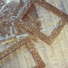 Pick up thrifted picture frames and use glitter, glue and a paintbrush for this easy glitter frame DIY project. Glitter Frame, Gold Glitter, Glitter Hair, Glitter Makeup, Glitter Accent Wall, Glitter Picture Frames, Glitter Clothes, Glitter Nikes, Yellow Glitter