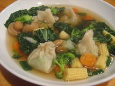 War wonton soup. 1 cup carrots 12 C chicken broth 40 wontons 4 green onion 1 pkg snow peas 2 C mushrooms 2 C broccoli 4 baby bok choy Shrimp