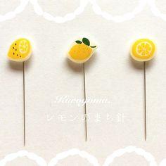 293 個讚好,7 則回應 - Instagram 上的 kurogoma.(@kurogoma46):「 minneとcreemaで レモンのまち針販売開始しました♫  ぜひ〜♫ #kurogoma46 #レモン#フルーツ#くだもの#まち針#裁縫道具 」