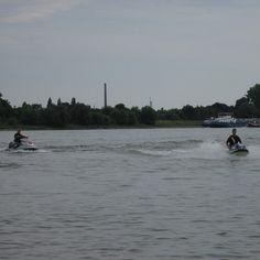 Wassersport am Rhein #pictureoftheday #nature #photooftheday #rhine #rhein #cologne #koeln #365koeln #water #sport #watersports #river #canon #instagood #landscape #summertime