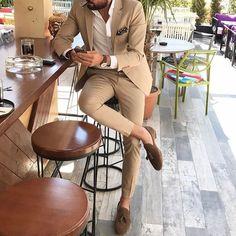 Tan casual suit for men by @ mensrealm Mode Masculine, Mens Fashion Suits, Mens Suits, Tan Suit Men, Fashion Mode, Fashion Outfits, Vest Outfits, Paris Fashion, Fashion Fashion