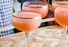56 Recipes for of July Cocktails, Drinks, and Slushies (and Definitely Frosé) Cocktails Vin, Cocktail Drinks, Cocktail Recipes, Alcoholic Drinks, Beverages, Beach Cocktails, Healthy Cocktails, Pinot Noir, Frozen Rose
