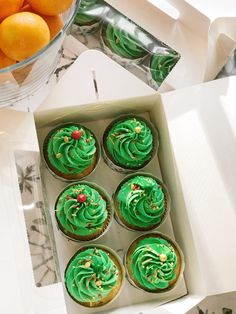 Christmas cupcakes 🎄 Vanilla cupcakes with caramel filling and cream cheese frosting 😋 Christmas Cupcakes, Vanilla Cupcakes, Cream Cheese Frosting, Food Photo, Macarons, Baked Goods, Birthday Candles, Caramel, Bakery