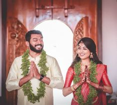 Can't Stop Smiling Looking At These Adorable South Indian Couple Shots! Can't Stop Smiling Looking At These Adorable South Indian Couple Shots! South Indian Wedding Hairstyles, Indian Wedding Poses, Indian Wedding Couple Photography, South Indian Weddings, Punjabi Wedding, Indian Photography, South Indian Bride, Kerala Bride, Couple Shots