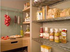uma cozinha natural Quem não quiser errar e ter sempre uma cozinha acolhedora, a opção pelos off-whites e tons naturais é a mais acertada....