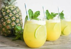 Remarkable Pineapple Benefits and Awesome Pineapple Recipe Plus! Why You Have to Eat More Pineapple? 9 Amazing Healing Pineapple Benefits: read more. Weight Loss Juice, Weight Loss Drinks, Weight Loss Smoothies, Healthy Weight Loss, Healthy Shakes, Healthy Drinks, Natural Energy Drinks, Pineapple Benefits, Acerola
