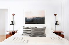 Beware these Bedroom Decorating mistakes! We are definitely guilty of number link in our bio! - Architecture and Home Decor - Bedroom - Bathroom - Kitchen And Living Room Interior Design Decorating Ideas - Home Bedroom, Master Bedroom, Bedroom Decor, Bedroom Lighting, Bedrooms, Bedroom Wall, Bedside Lighting, Bedroom Modern, Bungalow Homes