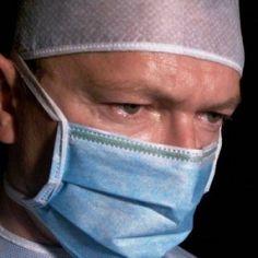 Wat verdient een chirurg? Een hoog salaris wil iedereen wel. Maar hoe kom je eigenlijk aan veel geld? Loont het zich om chirurg te worden?