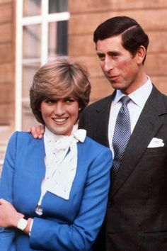 Lady Diana Spencer with her fiance, Prince Charles on the steps of Buckingham Palace for a photocall on the day they announced their Engagement - February 1981 Prince And Princess, Princess Kate, Princess Of Wales, Princess Power, Lady Diana Spencer, Charles And Diana, Prince Charles, Elizabeth Ii, Harrods