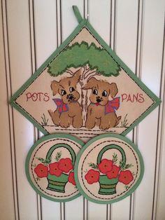 Vintage embroidered pot holder set.
