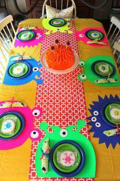 Idea para Fiesta de Monstruos : Hoy hemos encontrado una fiesta temática de Monstruos de la que nos hemos quedado con una idea muy original, los mantelitos individuales. Diseñados y recor