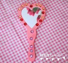 Craft idea for princess party themafeestje: prinsessenfeestje: een handspiegel versieren Princess Party Activities, Princess Crafts, Princess Tea Party, Princess Theme, Cinderella Birthday, Princess Birthday, Girl Birthday, Party Items, Craft Party
