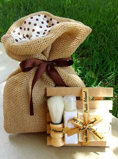 Kit Barba em Saco de Juta Handmade Cosmetics, Handmade Soaps, Craft Wedding, Wedding Gifts, Wedding Favors, Kit Barba, Diy And Crafts, Crafts For Kids, Creation Deco