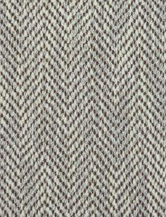 """CASTRES TAUPE  Collection de moquettes 100% laine, tissées sur des métiers wilton sans tiges, d'où leur nom """"tissée plat"""". Combinaison de fils de chaine et de trame qui donne un effet armuré. Motifs tissés ton/ton, bicolore ou multi."""
