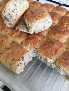 3 kornsboller (Sensemor) Bread Recipes, Cookie Recipes, Danish Food, Food Crush, Bread Baking, Lchf, Brunch, Food And Drink, Favorite Recipes