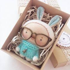 Очень умный кролик, в очень вязаном свитерке желает очень доброго утра Я повторяюсь, да?)))