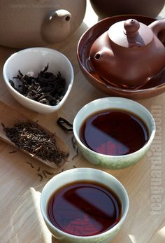 Making tea with puer tealeaves