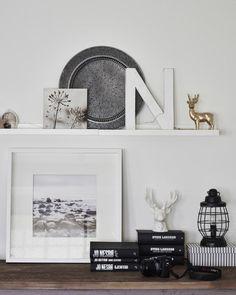 Zeige deine Interessen, indem du z. B. auf MOSSLANDA Bilderleiste in Weiß Gegenstände zeigst, die mit deinen Hobbys in Verbindung stehen.