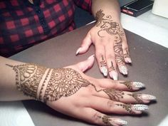 Henna artist located in Winter Garden Florida, come follow me on  Instagram @divinehennaartistry For appointments you can message me on Instagram and keep an eye out for my weekly henna specials ☺