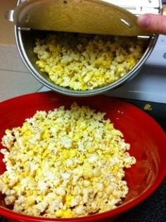 Movie Theater Popcorn Secrets An in-depth guide for popping corn at home. Ditch the microwave popcorn and learn what it takes to make your house smell like a movie theater. Homemade Popcorn, Flavored Popcorn, Butter Popcorn, Popcorn Oil, Popcorn Balls, Popcorn Snacks, Popcorn Recipes, Snack Recipes, Cooking Recipes