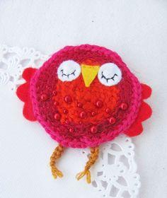 Viikonloppuna syntyi muutama pöllöinen-rintakoru . Pöllöt on n. 8 cm korkeita. Virkattuja ja lisänä huopaa ja helmiä. :) Yk... Crochet Earrings, Crochet Hats, Owls, Knitting Hats, Owl, Tawny Owl