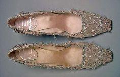 Evening shoes by R. Vivier for Dior 1960 Vintage Dior, Vintage Shoes, Vintage Accessories, Vintage Outfits, Fashion Accessories, Vintage Fashion, Retro Fashion, Christian Dior, Roger Vivier Shoes