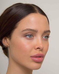 Minimalist Make Up Minimalist Makeup Routine - Look Flawless in 5 minutes or Less! Skin Makeup, Beauty Makeup, Hair Beauty, Beauty Tips, Beauty Hacks, No Makeup, Fresh Face Makeup, Clean Makeup, Makeup Brushes