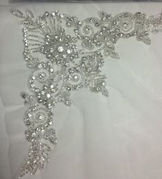 Pearl Embroidery, Tambour Embroidery, Couture Embroidery, Embroidery Motifs, Embroidery Designs, Sewing Hacks, Sewing Crafts, Tambour Beading, Crochet Tablecloth