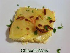 Sformato di salmone e patate (ricetta antipasto). Ricetta del tortino di patate e salmone affumicato a strati, ideale per la cena di Natale o Capodanno