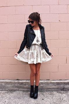 Vestido, casaca de cuero y booties para un look muy #RockGlam