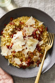 Risotto alla Carbonara There's comfort food—then there's comfort cooking. For me, risotto falls into Pasta Recipes, Cooking Recipes, Healthy Recipes, Recipes Using Rice, Drink Recipes, Rice Dishes, Pasta Dishes, Main Dishes, Eat This