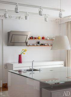 Кухня. Кухонная мебель, Aster. Светильники над кухонным островом, Moooi.