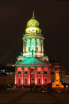 Classic open air is one of the events you shouldn't miss, wether you pay for it or just chill around nearby: http://videoscout-it.com/berlin/l/classic-open-air  Gendarmenmarkt @ Berlin FESTIVAL OF LIGHTS 2010 (c) Festival of Lights / Christian Kruppa #FestivalofLights  #Berlin #Gendarmenmarkt