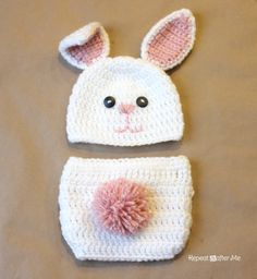 Repeat Crafter Me: FREE Crochet Bunny Hat Pattern and link to optional diaper cover pattern. Wish I could crochet Crochet Baby Clothes, Crochet Baby Hats, Cute Crochet, Crochet For Kids, Crochet Crafts, Crochet Projects, Crochet Beanie, Diy Crafts, Crochet Diaper Covers