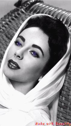 Richard Avedon, Elizabeth Taylor, 1964 I think, Richard Avedon could do better. She looks like a doll here. Viejo Hollywood, Hollywood Icons, Old Hollywood Glamour, Golden Age Of Hollywood, Vintage Hollywood, Classic Hollywood, Hollywood Stars, Richard Avedon, Divas
