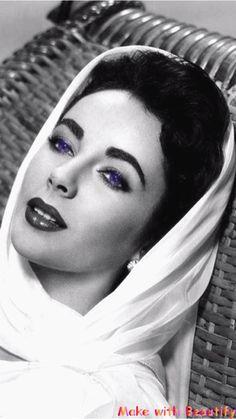 Violet Eyes - Elizabeth Taylor