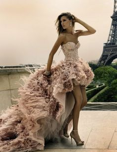 La+Promenade+Tres+Parisienne+avec+Zuhair+Murad+Couture+(1).jpg (700×909)